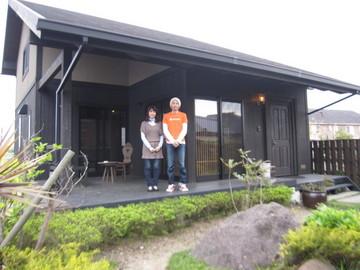 201404 藤井さまご夫妻展示場J前で.JPG